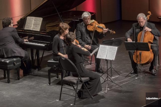 Charles Richard-Hamelin et le Quatuor Saguenay ont unis... (Photo Le Quotidien, Michel Tremblay)