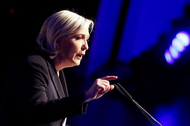 Marine Le Pena de nouveau tiré à boulets... (Photo Wolfgang Rattay, REUTERS)
