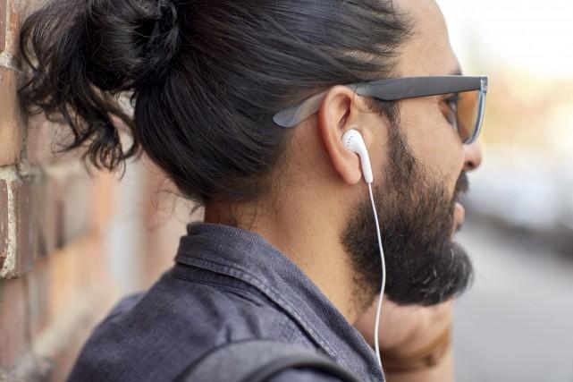 La démocratisation des téléphones intelligents a donné un... (123RF/dolgachov)