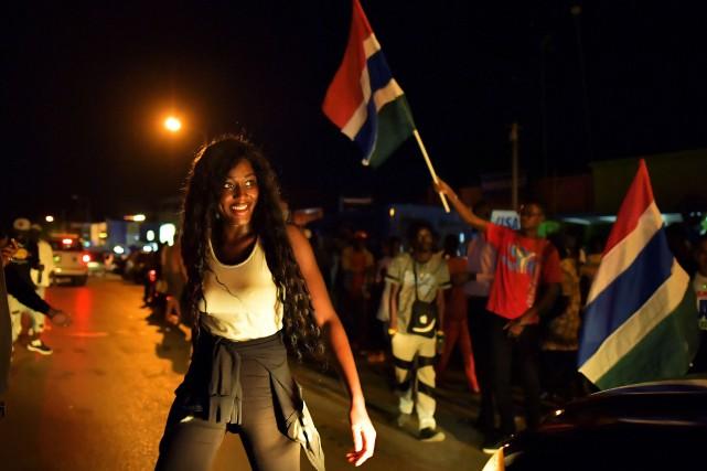 À Banjul, les manifestations spontanées de joie pour... (Photo Carl de Souza, Agence France-Presse)