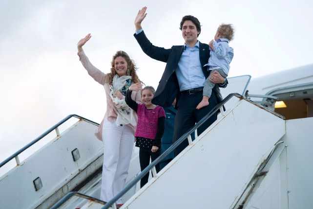 Le premier ministre Justin Trudeau et sa famille... (Archives La Presse canadienne)