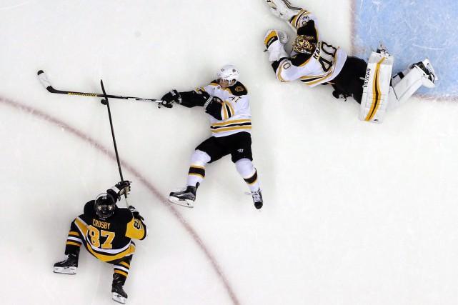 Conor Sheary a inscrit deux buts, Sidney Crosby a ajouté son 28e filet de la... (Photo AP)