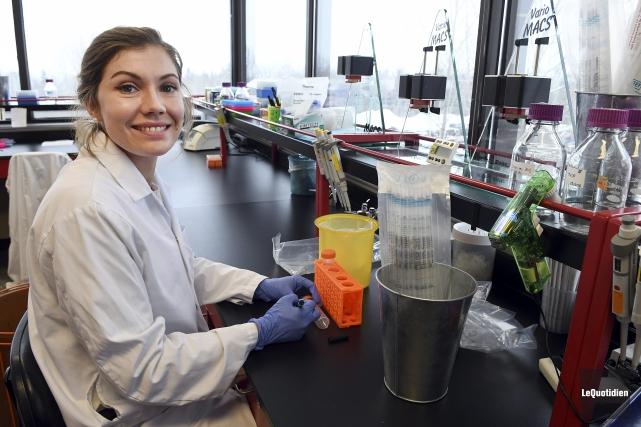 Lucile Pain, une étudiante au doctorat en biologie... (Photo Le Quotidien, Rocket Lavoie)