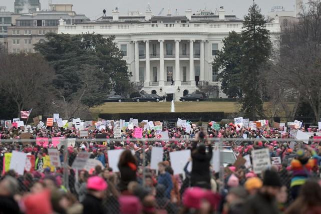 Des centaines de milliers de personnes ont manifesté... (AFP, Andrew Caballero-Reynolds)