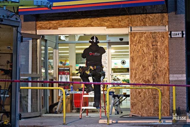 Le SPVM rapporte que les bandits ont fracassé... (Patrick Sanfaçon, La Presse)