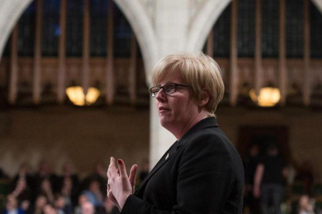 Carla Qualtrough, ministre fédérale des Sports, veut «garder un oeil»... (Photo Adrian Wyld, archive sLa Presse canadienne)