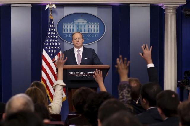 Deux jours après avoir attaqué les médias, le... (AP, Pablo Martinez Monsivais)