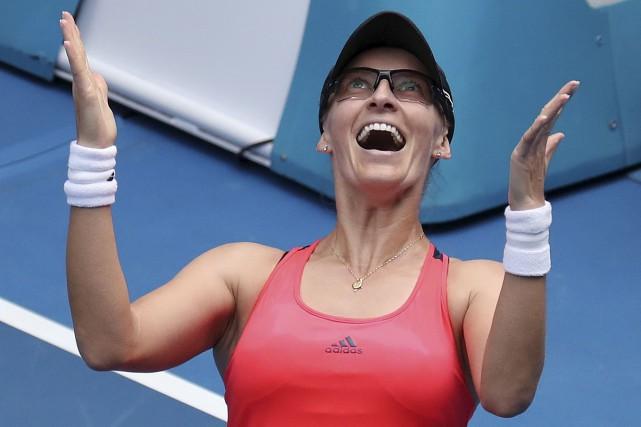 La Croate Mirjana Lucic-Baroni célèbre sa victoire contre... (AP, Aaron Favila)