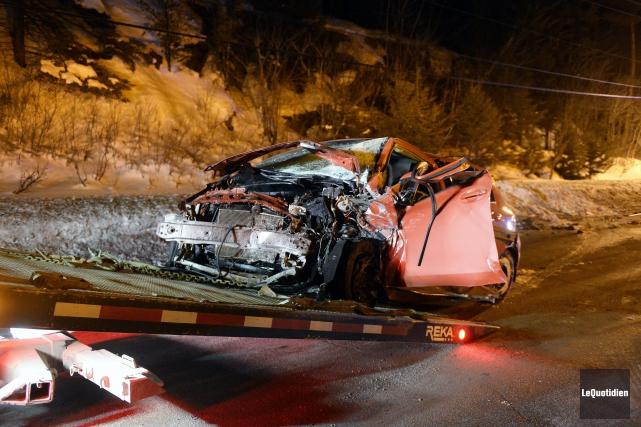 La collision frontale s'est produite sur la route... (Photo Le Quotidien, Jeannot Lévesque)