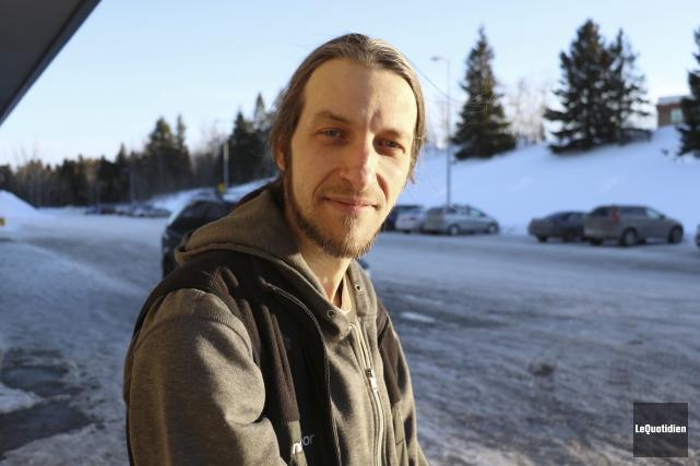 Pour le moment, Sylvain Grenier, alias le Cyclomessager,... (Photo Le Quotidien, Yohann Gasse)