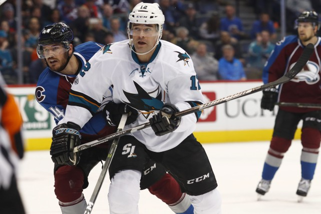 Patrick Marleau (au centre) a inscrit ses quatre... (Photo David Zalubowski, Associated Press)