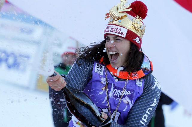 La skieuse italienne Federica Brignone a sabré le... (Photo Marco Trovati, AP)