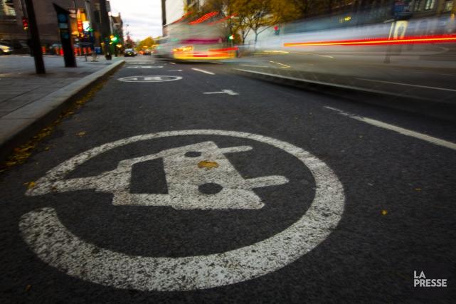 Des constructeurs automobiles disent craindre qu'il soit ardu de se plier à une... (Photo Olivier Jean, La Presse)