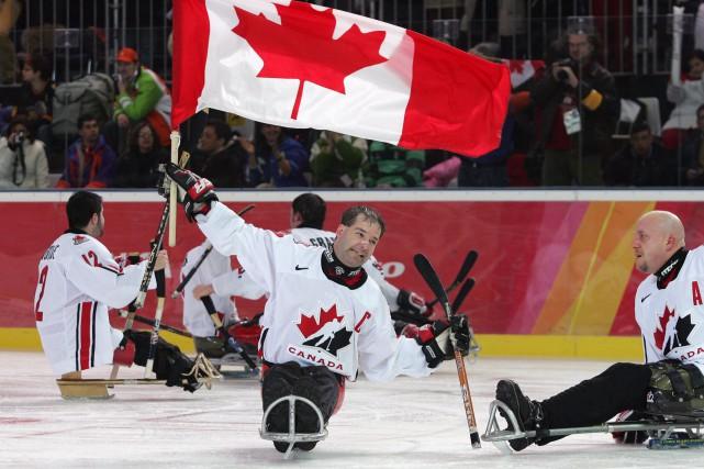 Todd Nicholson (au centre)a été membre de l'équipe... (Photo fournie par le Comité paralympique canadien)