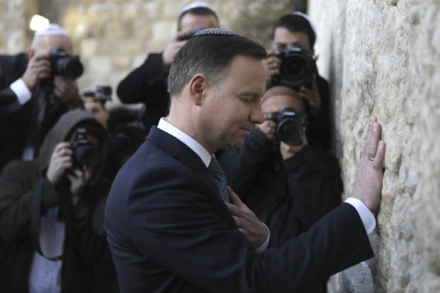 Le président polonaisAndrzej Duda a visité le Mur... (PHOTO AP)