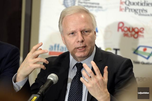 En conférence de presse, le chef péquiste Jean-François... (Photo Jeannot Lévesque, Le Quotidien)
