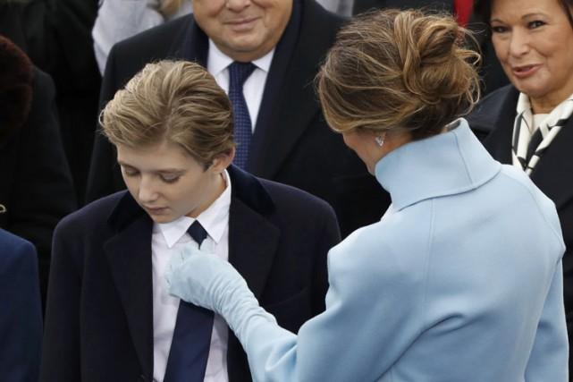 Barron et sa mèreMelania lors de l'inauguration présidentielle,... (PHOTO REUTERS)