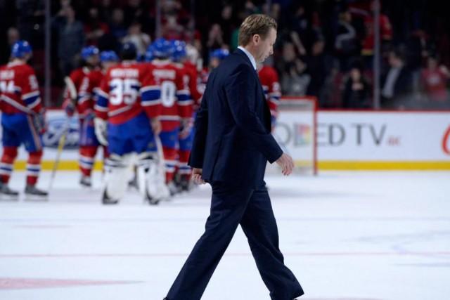 L'entraîneur-chef des Flames, Glen Gulutzan, en avait long... (PhotoEric Bolte, USA TODAY Sports)