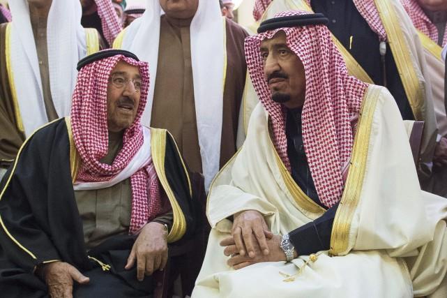 Le roi Salmane ben Abdelaziz Al Saoud(à droite)... (Photo archives ASSOCIATED PRESS)