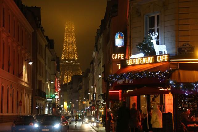 Le haut de la tour Eiffel n'était pas... (Photo LUDOVIC MARIN, Agence France-Presse)