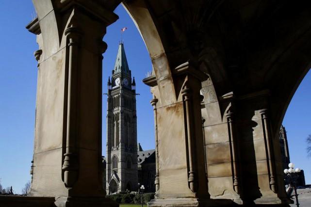 Ottawa demande aux fonctionnaires qui auraient été trop... (Photo ARCHIVES BLOOMBERG)