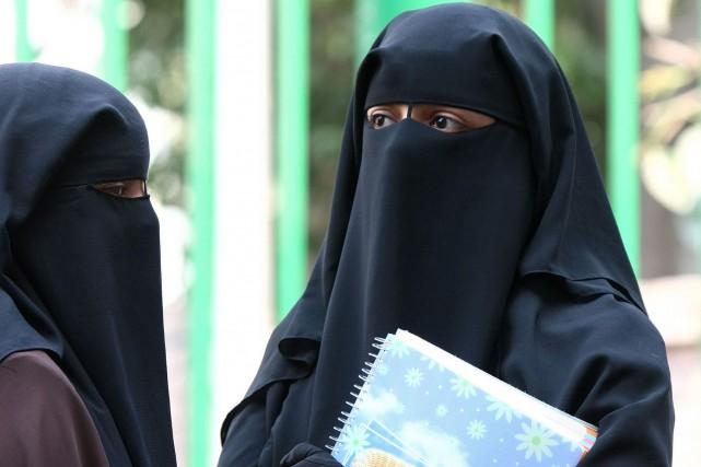 Cette interdiction du voile intégral (burqa, niqab), déjà... (Archives AFP)