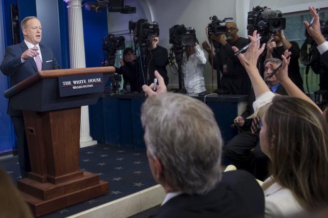 Le secrétaire de presse de la Maison-Blanche, Sean... (AFP, Saul Loeb)