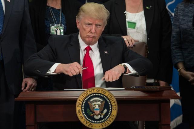 Jeudi, Donald Trump avait envisagé la mise en... (AFP)