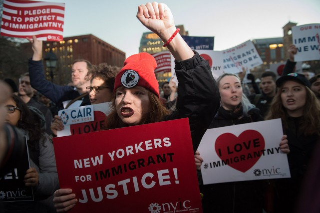 À Manhattan, plus d'un millier de personnes ont... (Bryan R. Smith, AFP)
