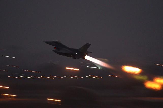 Des chasseurs F-16 turcs ont participé aux raids.... (PHOTO ARCHIVES AP)