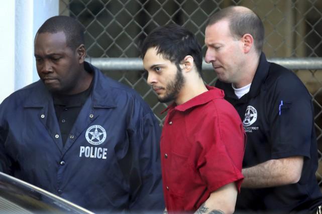 Esteban Santiago Ruiz comparaîtra lundi matin devant un... (PHOTO AP)