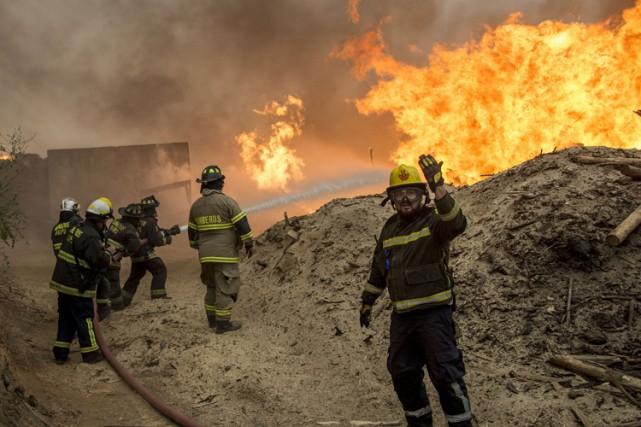 Les incendies frappent en particulier des localités rurales... (PHOTO AFP)