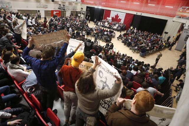 Justin Trudeau a demandé à la poignée de... (PHOTO PC)