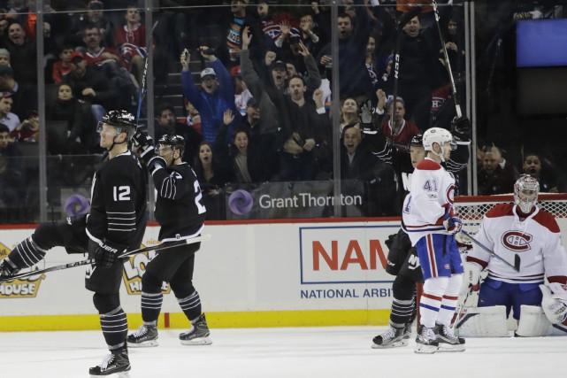 Les Islanders célèbrent après le but de Josh... (Frank Franklin II, Associated Press)