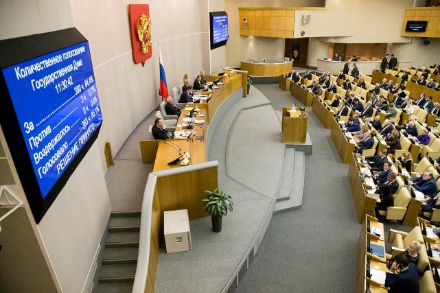La loi, adoptée par 380députés contre seulement trois... (Alexander Zemlianichenko, AP)