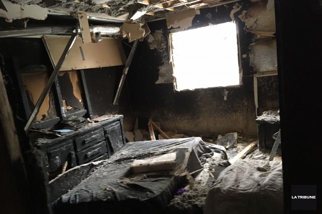 Le logement où le feu a débuté, jeudi... (La Tribune, René-Charles Quirion)