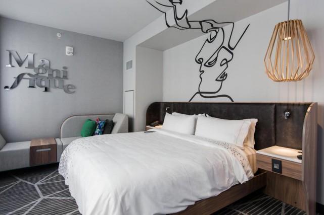L'hôtel Renaissance offre120 chambres et 22 suites se... (Photo Edouard Plante-Fréchette, La Presse)