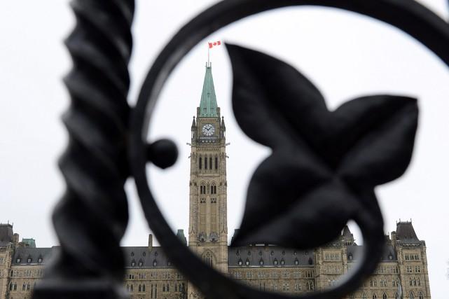 Le Parlement du Canada, vu à travers une... (Sean Kilpatrick, PC)