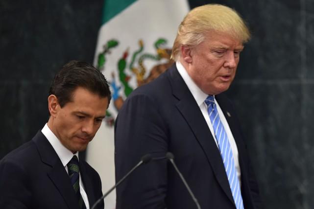 Le président mexicain Enrique Peña Nietoet son homologue... (Archives AFP, Yuri Cortez)