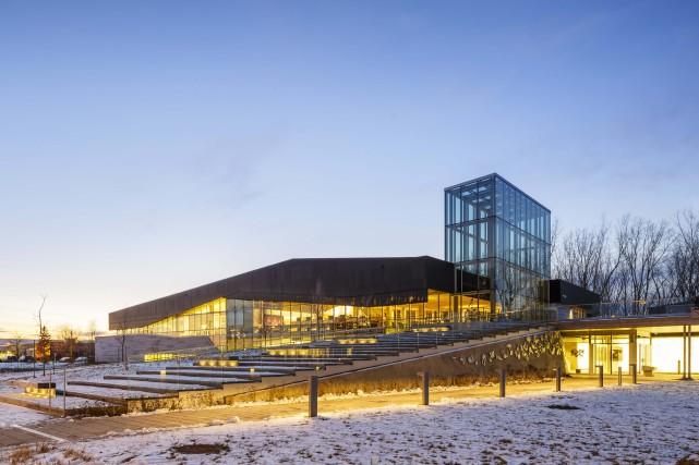 La Bibliothèque du Boisé, conçue par le consortium... (Doublespace photography)