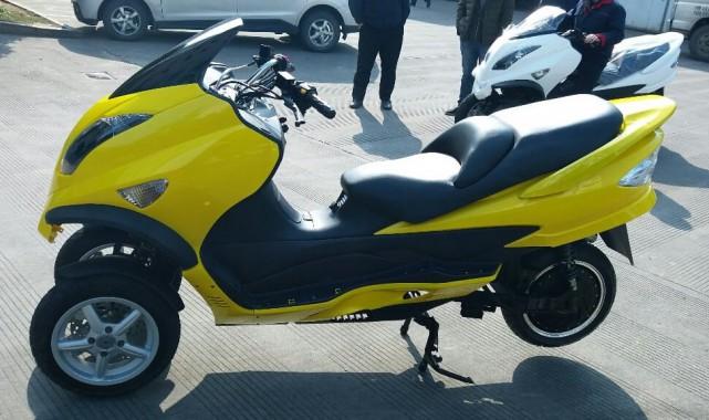 ZEV vient de lancer le LRC-T15, un scooter... (PHOTO FOURNIE PAR ZEV)