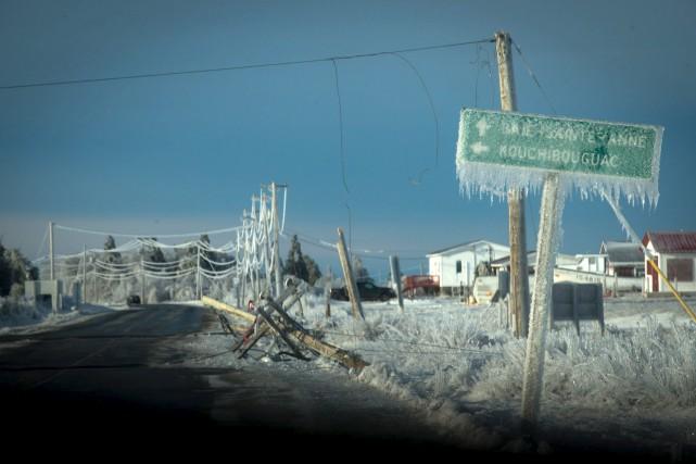 Un épais verglas a recouvert plusieurs régions de... (La Presse canadienne, Diane Doiron)