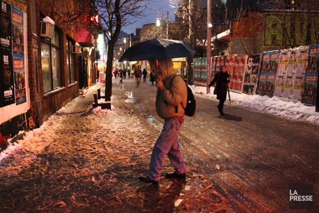 La construction des trottoirs chauffants doit débuter en... (PHOTO Martin Chamberland, LA PRESSE)