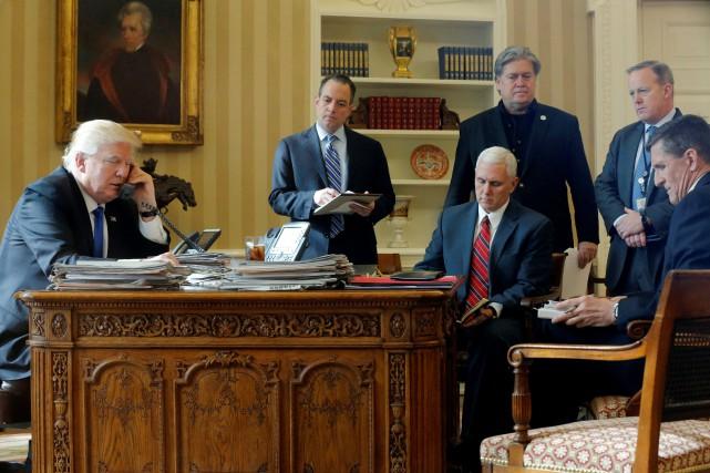 Le président américain Donald Trump s'est entretenu par... (photo Jonathan Ernst, REUTERS)
