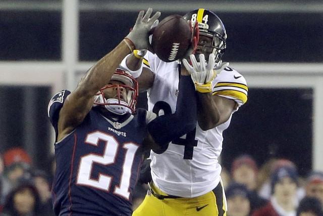 Malcolm Butler (21) et l'excellente défensive des Patriots... (AP, Elise Amendola)