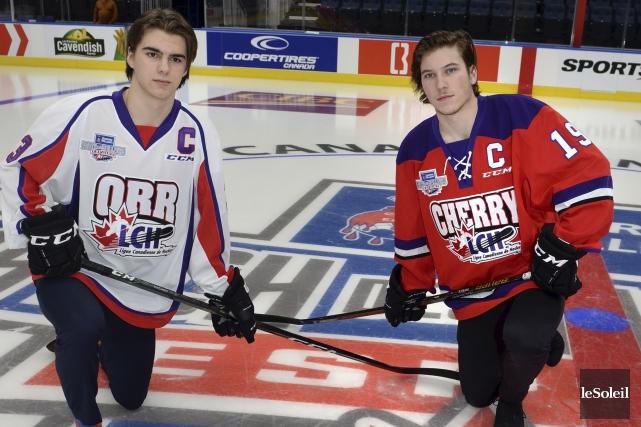 Nico Hischier (à gauche), des Mooseheads d'Halifax, et... (Le Soleil, Jean-Marie Villeneuve)
