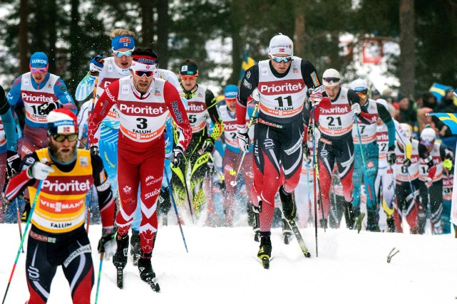 Alex Harvey (en rouge à gauche) a fait... (AFP, Ulf Palm)