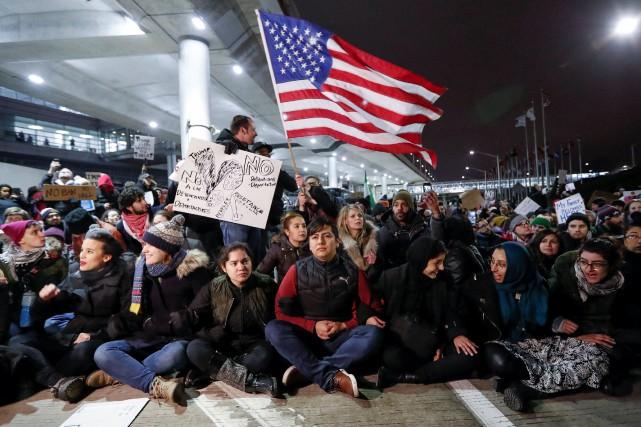 Fermeture sélective des frontières: Trump sous le feu de critiques