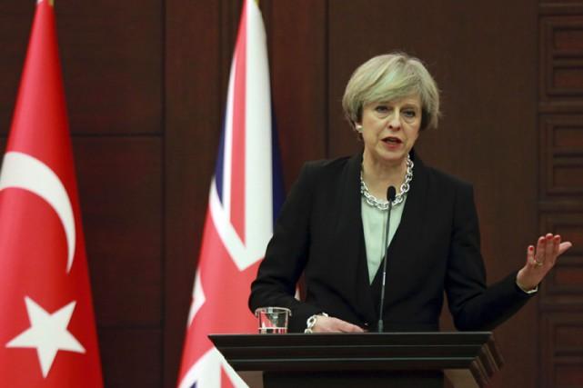 Lors d'une visite officielle en Turquie, samedi,Theresa Mayavait... (PHOTO AFP)