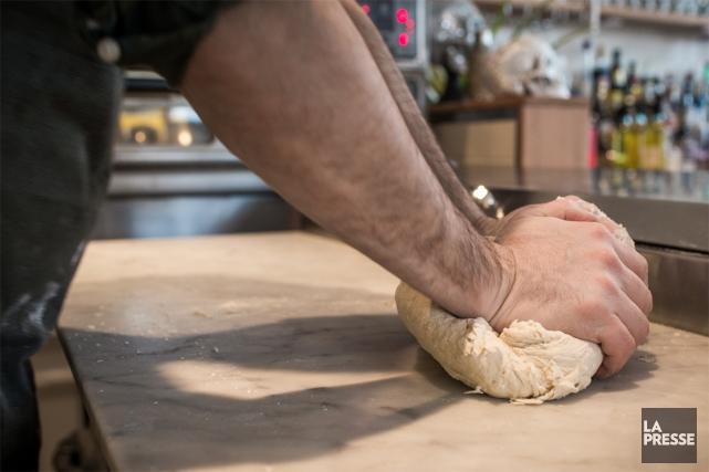 Envie de préparer une pizza maison? Alessandro Bleve, copropriétaire et chef de... (PHOTO OLIVIER PONTBRIAND, LA PRESSE)